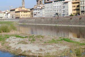 L'Arno in secca (foto Regione Toscana)