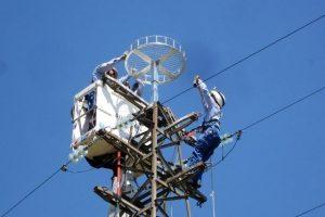I tecnici al lavoro (foto Enel Spa)