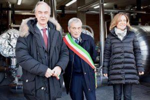Da sinistra, Massimo Montemaggi, responsabile Geotermia Enel Green Power, Luigi Vagaggini, sindaco di Piancastagnaio, Federica Fratoni, assessore regionale all'Ambiente. (Foto Enel Green Power)