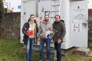A sinistra l'assessore all'ambiente Matteo Francesconi. (Foto da Comune di Capannori).