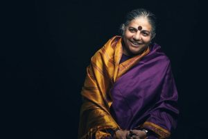 Vandana Shiva. Nel 1993 ha ricevuto il Right Livelihood Award, detto il Premio Nobel alternativo.