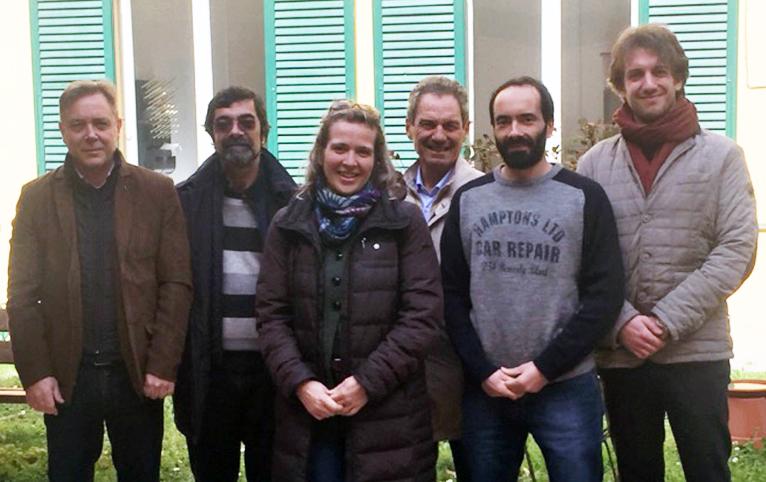 Il gruppo dei ricercatori pisani: da sinistra, Giovanni Sarti, Andrea Caiti, Daniela Ciccarelli, Mauro Rosi, Duccio Bertoni e Riccardo Costanzi. (Foto da Università di Pisa).