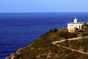 Faro Punta Polveraia