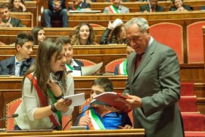 Una delegazione di minisindaci d'Italia è ricevuta in Aula dal Presidente del Senato Pietro Grasso (foto www.senato.it)