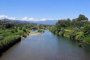 Il Serchio vicino a Lucca. (Foto da en.wikipedia.org).