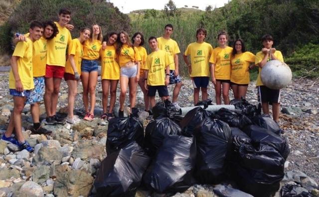 Volontari di Legambiente all'Isola d'Elba (foto Legambiente)