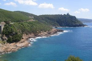 Costa di Livorno: il Romito e il Castello Sonnino. (Foto da it.wikipedia.org/).