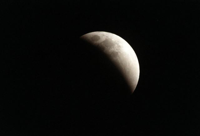 Eclisse di Luna, pubblico dominio senza obbligo di citazione Pixabay