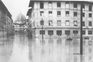 Alluvione di Firenze del 1966. (Foto da it.wikipedia.org).