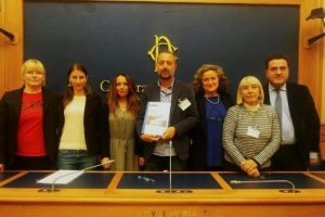 La presentazione delle firme alla Sala Stampa della Camera