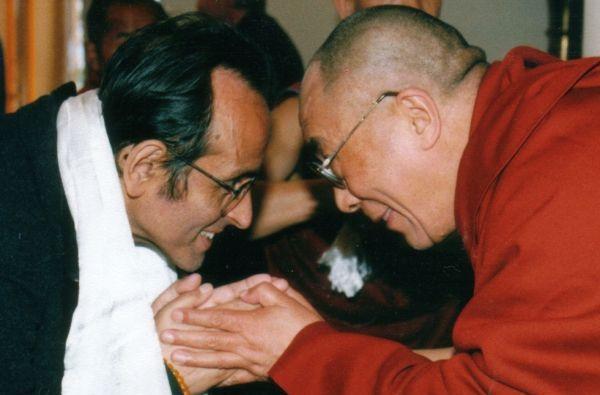 Il neurobiologo cileno Francisco Varela con il Dalai Lama