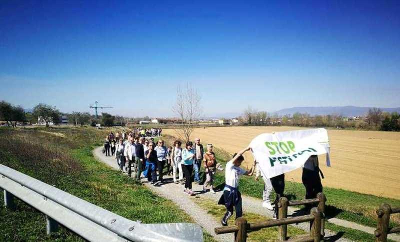 passeggiata stop pesticidi.1