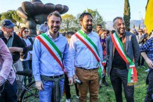 I sindaci Lorenzo Falchi (Sesto Fiorentino), Edoardo Prestanti (Carmignano) e Alessio Biagioli (Calenzano) alla manifestazione no-aeroporto del 23 marzo.