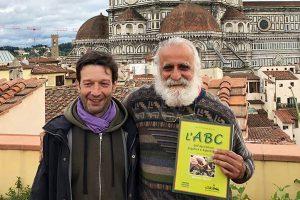 Da sinistra Tommaso Turchi e Jairo Restrepo Rivera. (Foto da www.facebook.com/libreria.editricefiorentina).