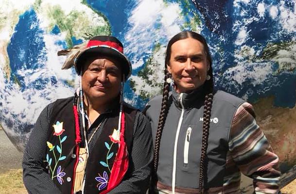Da sinistra  Dan Nanamkin e Moses Brings Plenty. (Foto da www.facebook.com/bringsplentyband).