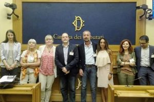 Foto di gruppo dopo la conferenza stampa di ieri 30 luglio a Montecitorio (foto dalla pagina Facebook No pesticidi)