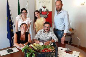 La firma della convenzione tra i Comuni della Piana di Lucca (foto Comune di Capannori)