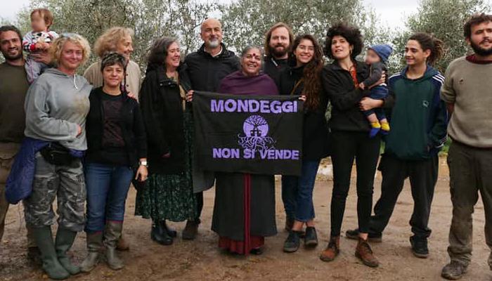 Vandana Shiva a Mondeggi. (Foto da pagina Facebook).