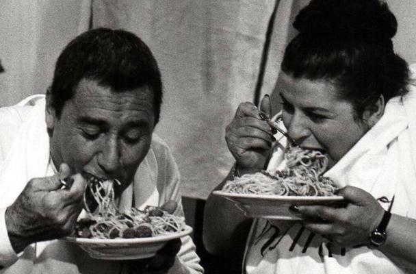 """Alberto Sordi (Remo) e Anna Longo (Augusta) nel film """"Dove Vai In Vacanza?"""" del 1978."""