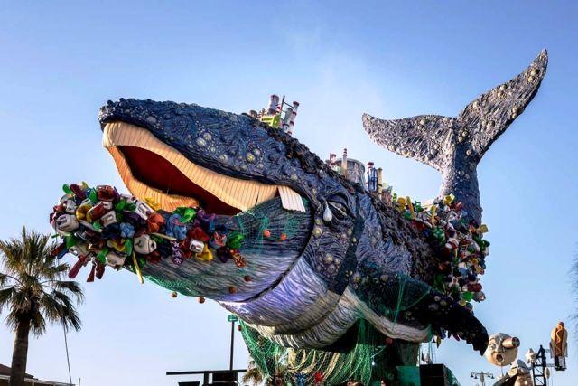 La balena mangiaplastica, uno dei carri della scorsa edizione (foto Comune di Viareggio)