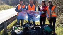Volontari dell'associazione Irriducibili Liberazione Animale al termine della pulizia di domenica 16 febbraio