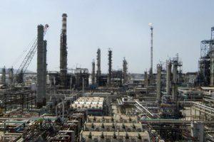 La raffineria Eni di Stagno (Livorno).