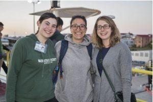 Al centro Francesca Meneghini con due colleghe ricercatrici. (Foto da Università di Pisa).