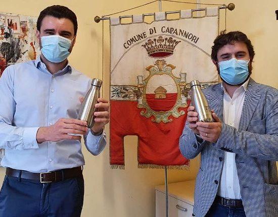 Da sin. l'assessore all'Ambiente Giordano Del Chiaro e quello alle Politiche educative Francesco Cecchetti (foto Comune di Capannori)