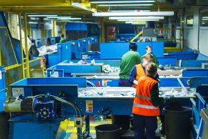 Recupero di rifiuti plastici (Foto da www.corepla.it)