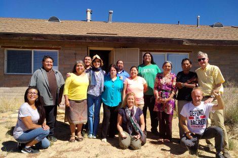 Un gruppo di nativi e Sahaja Yogis durante un viaggio negli Stati Uniti.
