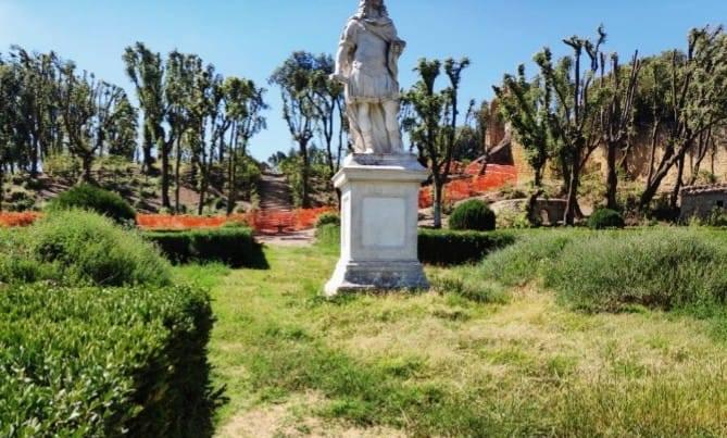 Scorcio del giardino dopo gli interventi di manutenzione (foto Italia Nostra Siena)