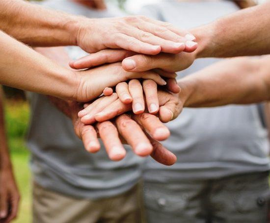 mani-intreccio-volontariato