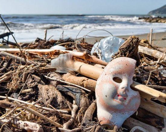 plastica-inquinamento-spiaggia