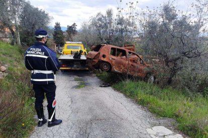 Carmignano_auto bruciate eabbandonate