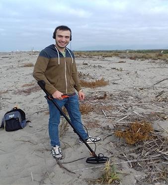 Il ricercatore Alessio Mo sul campo
