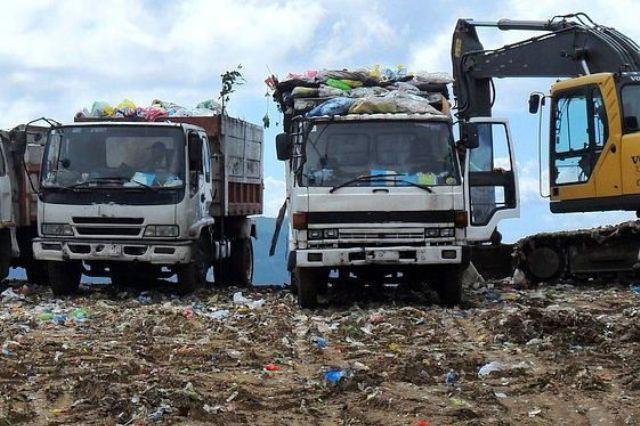 discarica-camion-rifiuti_toscana-ambiente